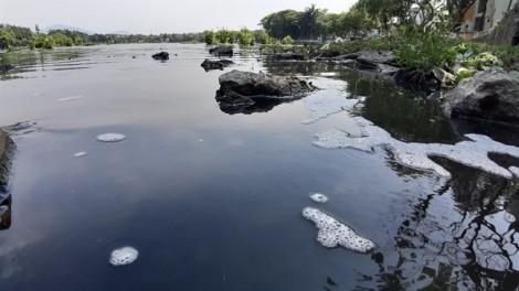 Nước thải đen ngòm, bốc mùi hôi thối tuôn ra công viên lớn nhất Đà Nẵng