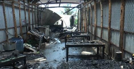 Bạc Liêu: Nổ bình gas, 2 căn nhà bị thiêu rụi
