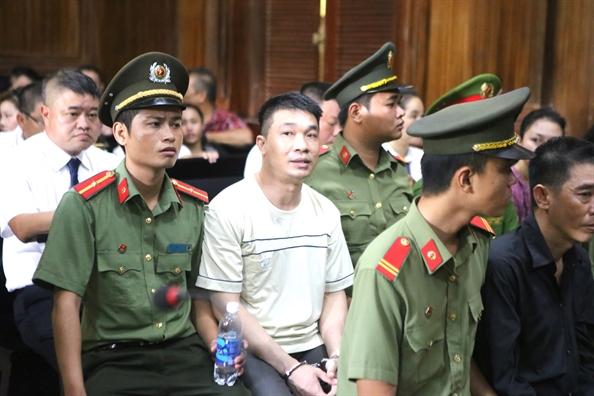 'Hotgirl' Ngoc Miu va dan dan em than can hau toa cung ong trum Van Kinh Duong