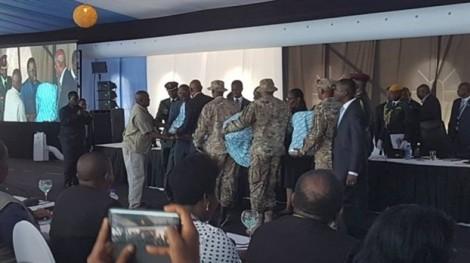 Botswana tặng lãnh đạo các nước láng giềng 'ghế làm từ chân voi'
