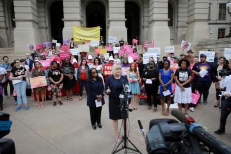 Bang Georgia cấm phá thai từ khi có tim thai