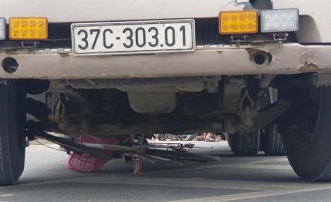 Nữ sinh lớp 6 chết thảm dưới bánh xe container trên đường đi học về