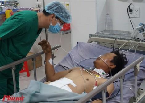 Người đàn ông bị vỡ ruột, đại tràng do thanh sắt rơi trúng bụng