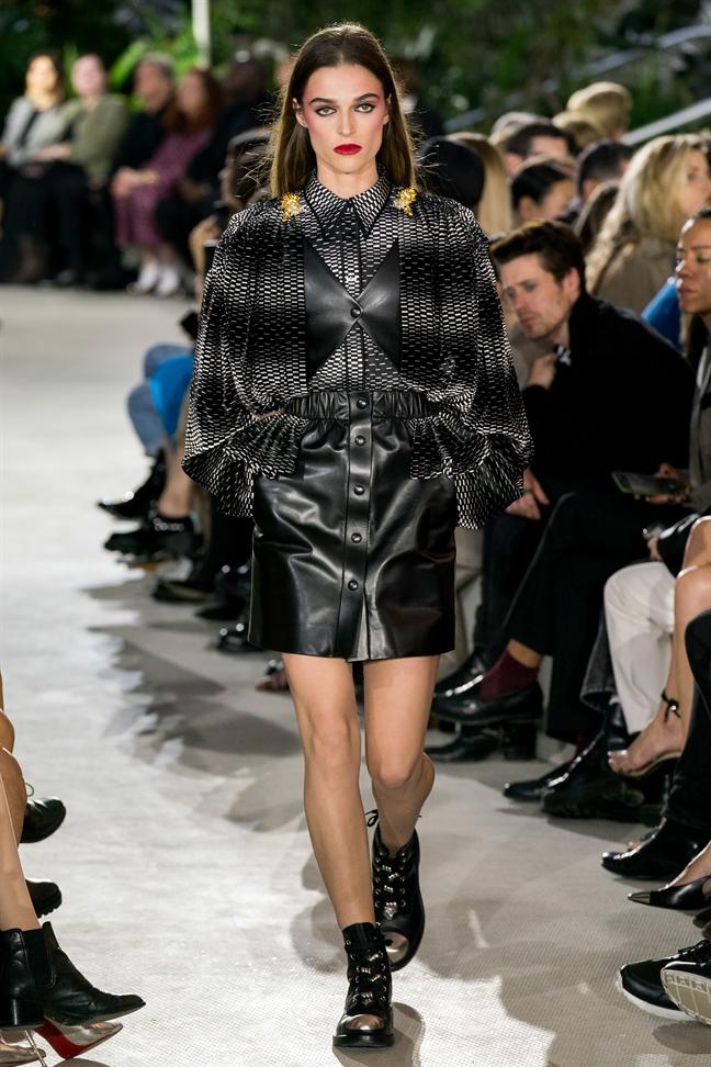 BST moi nhat cua Louis Vuitton: Nguoi doi 'lam mua lam gio'