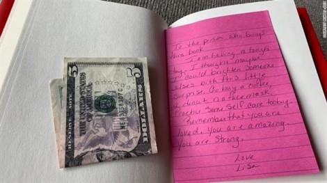 Chuỗi lòng tốt nảy mầm từ lá thư và tờ tiền kẹp trong quyển sách