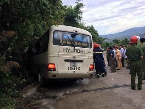 Xe khách va vào núi, 18 du khách Singapore gặp nạn tại Vườn Quốc gia Bạch Mã