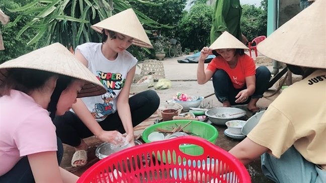 Nguoi dep Viet hut hon cu dan mang khi 'thon nu hoa'