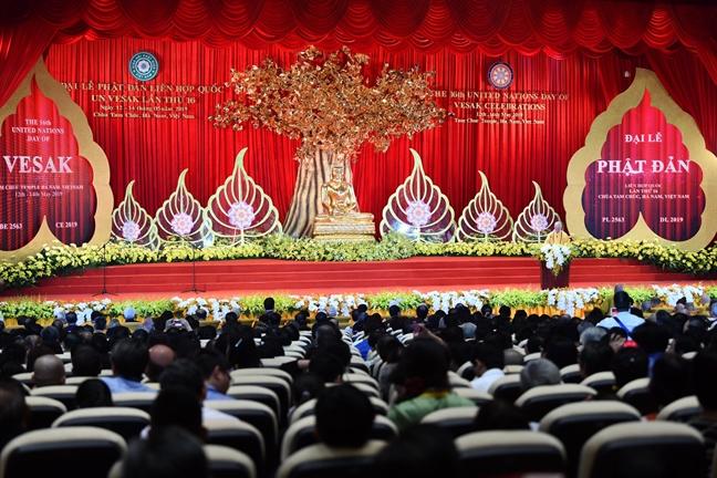 Lanh dao cac nuoc va hon 20.000 phat tu ve chua Tam Chuc du Dai le Phat dan 2019