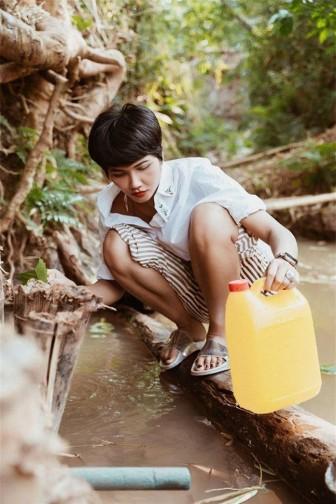 Người đẹp Việt hút hồn cư dân mạng khi 'thôn nữ hóa'