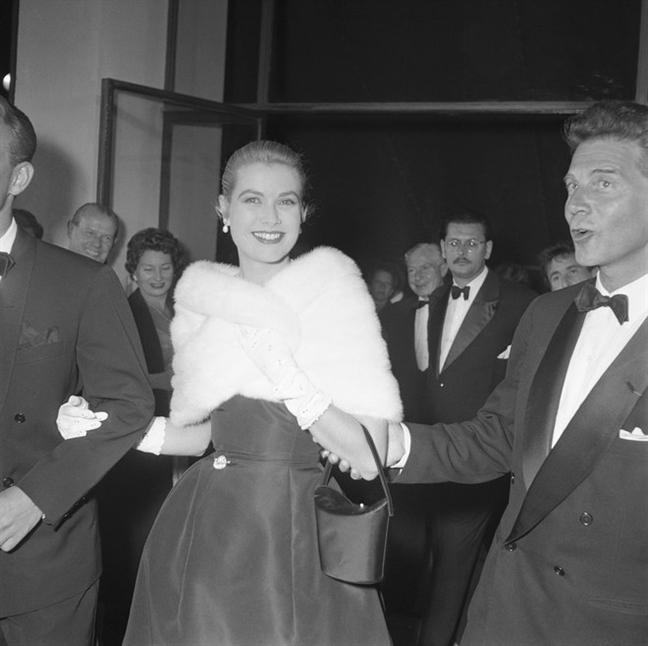 21 khoanh khac an tuong trong lich su Cannes: Tu Kate Moss tre trung den Kristen Stewart ho bao