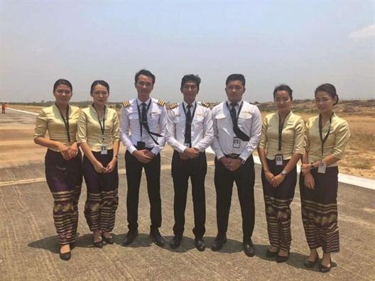 Myanmar: May bay ha canh an toan du thieu banh xe