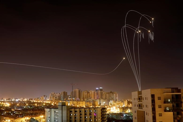 Top anh trong tuan: Ten lua ruc sang bau troi dai Gaza trong nhung ngay khong binh yen