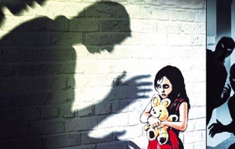 Mẹ bán hàng ngoài đường, con gái 5 tuổi bị gã xe ôm dâm ô trong phòng trọ
