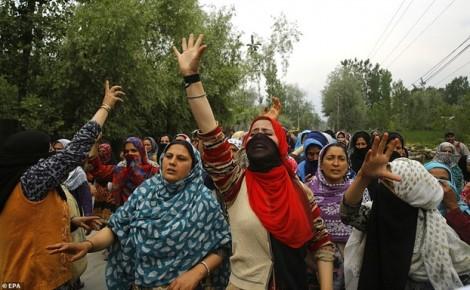 Ấn Độ: Người dân Kashmir biểu tình đòi công lý cho bé gái 3 tuổi bị xâm hại