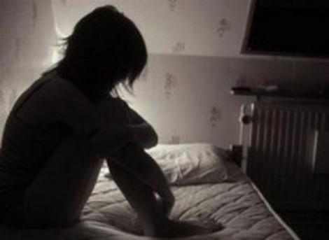 Bắt giam hai thanh niên đưa bạn gái dưới 13 tuổi vào nhà nghỉ 'quan hệ'