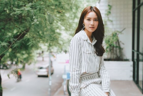 Ninh Duong Lan Ngoc: Mac don sac, it hoa tiet nhung van noi ban bat