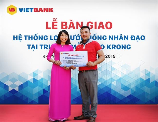 Vietbank 'cong' nuoc sach len ban cho dong bao Ba Na
