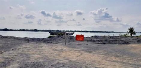 Kỷ luật Phó Chánh văn phòng Q.9 để vợ lấn chiếm kênh rạch, xây trái phép hàng chục ngàn m2 đất