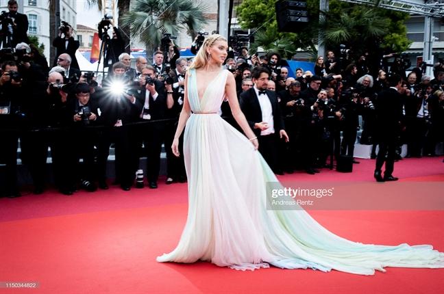 Tham do Cannes 2019 ngay thu 6: Cau hon, dua voi... vong ba