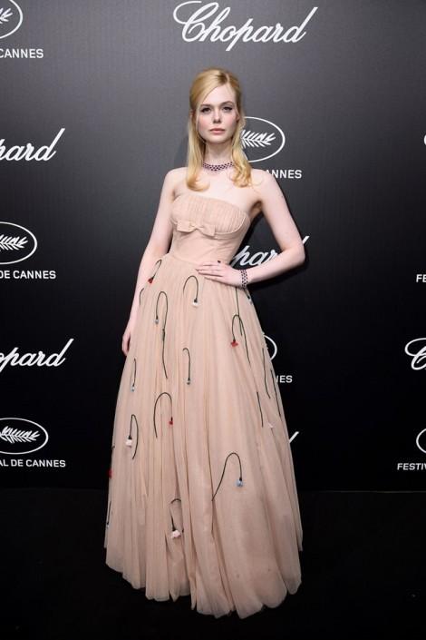 Thời trang ấn tượng của Elle Fanning tại Cannes 2019