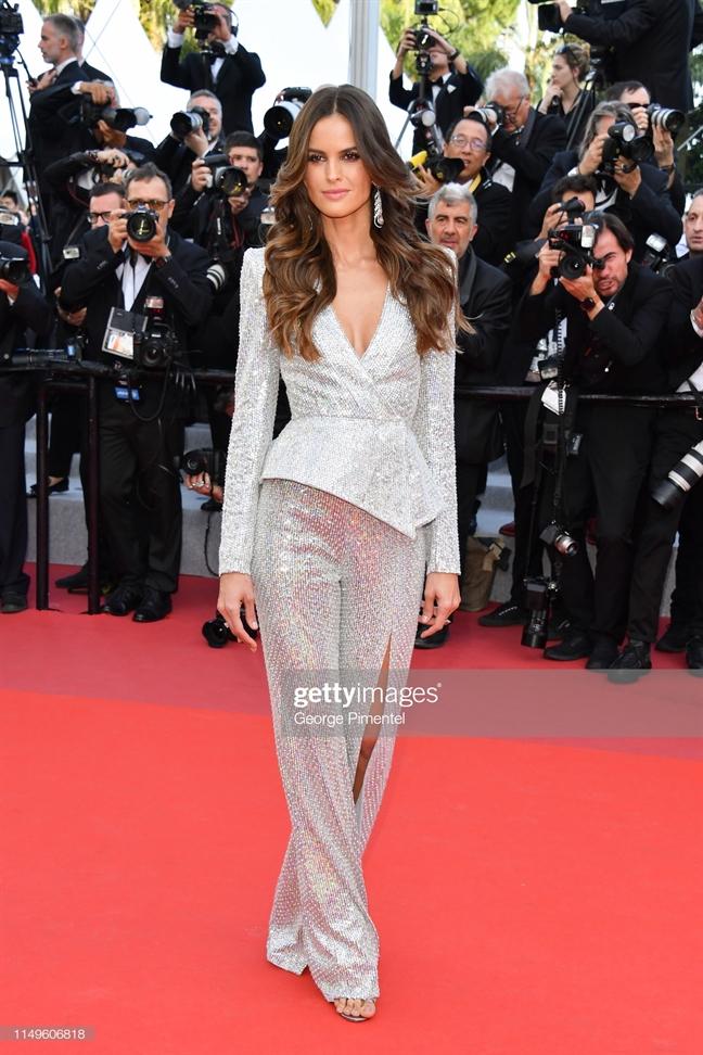 10 trang phuc co the mac hang ngay tai Cannes 2019