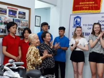 Trao tặng xe đạp và máy vi tính cho 8 mái ấm thuộc Hội Phụ nữ từ thiện TP.HCM