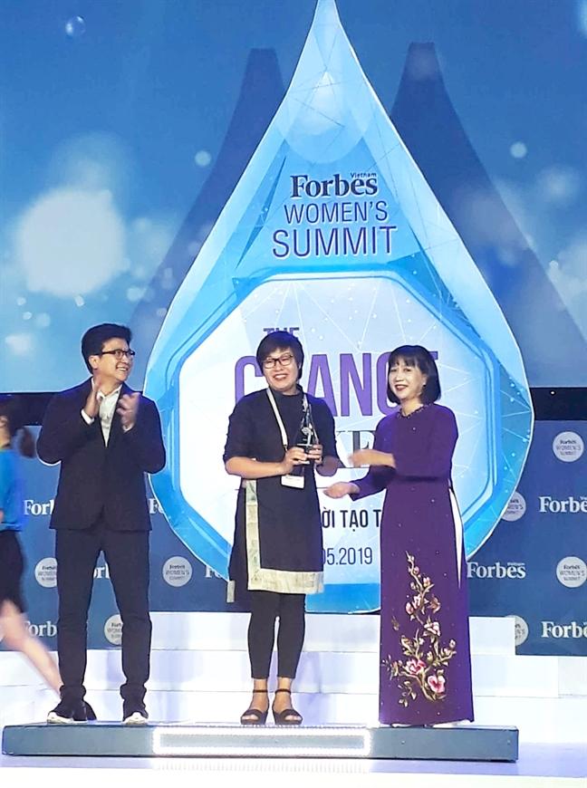Nha bao Nguyen Thu Trang duoc vinh danh trong su kien Women's Summit lan 3
