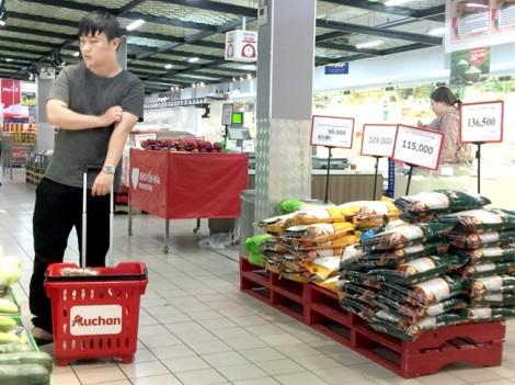 Auchan bị ai cạnh tranh  tới mức phải tháo chạy?