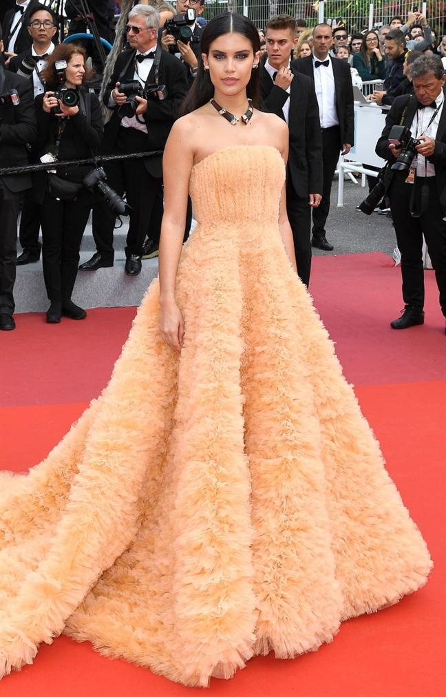 Cannes 2019: Me dam nhung trang phuc dep mat nhat