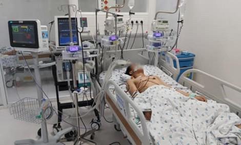 Thiếu niên 15 tuổi hối hận sau tự tử khi chứng kiến nhiều em bé đang thoi thóp