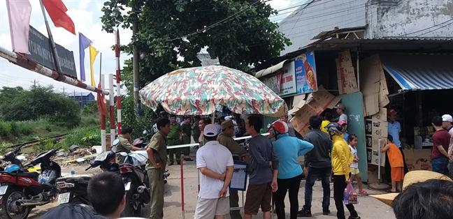 Vo bau 8 thang cung chong va con gai 5 tuoi chet trong phong tro o Binh Duong