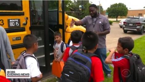 Người tài xế xe buýt và tình thương cho những đứa trẻ như cha ruột