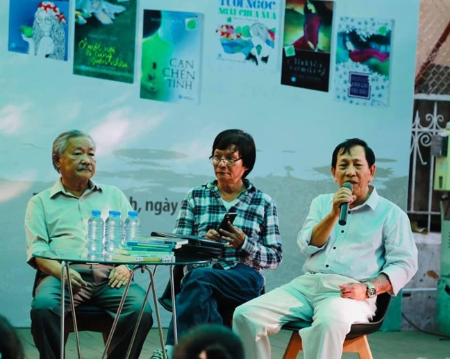 Nha van Muong Man - Can mot chen doi chua viet het