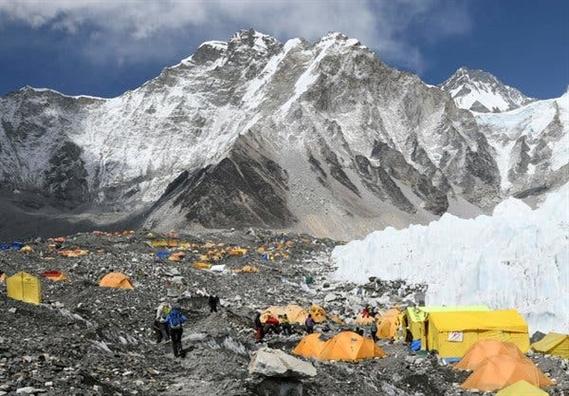 Qua tai mua leo nui, 11 nguoi chet tren dinh Everest trong vong 10 ngay