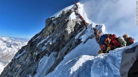 Quá tải mùa leo núi, 11 người chết trên đỉnh Everest trong vòng 10 ngày