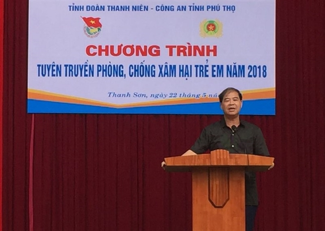 Truy to hieu truong dam o nhieu hoc sinh nam o Phu Tho