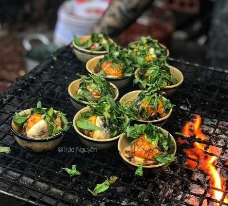 Độc đáo trứng vịt lộn nướng 'mê hoặc' ở Sài Gòn