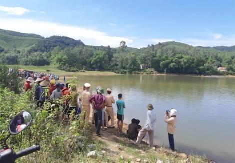 Rủ nhau đi chơi dã ngoại, 5 học sinh lớp 8 đuối nước thương tâm