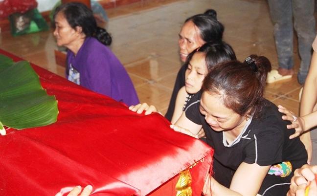 Vu 5 hoc sinh lop 8 duoi nuoc: tieng khoc bi thuong bao trum vung que lua