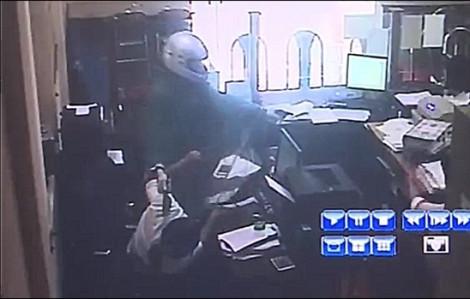 Đối tượng cướp hơn 500 triệu tại Agribank Phú Thọ chỉ mất 1 phút như thế nào?