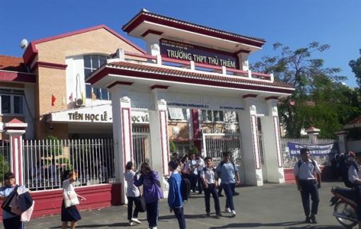 Vụ Trường THPT Thủ Thiêm thu lố tiền ôn thi: Náo loạn tại cuộc họp phụ huynh