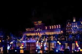 'Gặp gỡ Đông - Tây trên dòng sông Hội' - tiết mục mở màn ấn tượng trong đêm nghệ thuật tại Vinpearl Land Nam Hội An