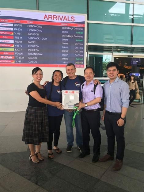 Vợ chồng người phụ nữ gốc Việt bật mí lý do Mỹ tặng nhiều giác mạc cho Việt Nam