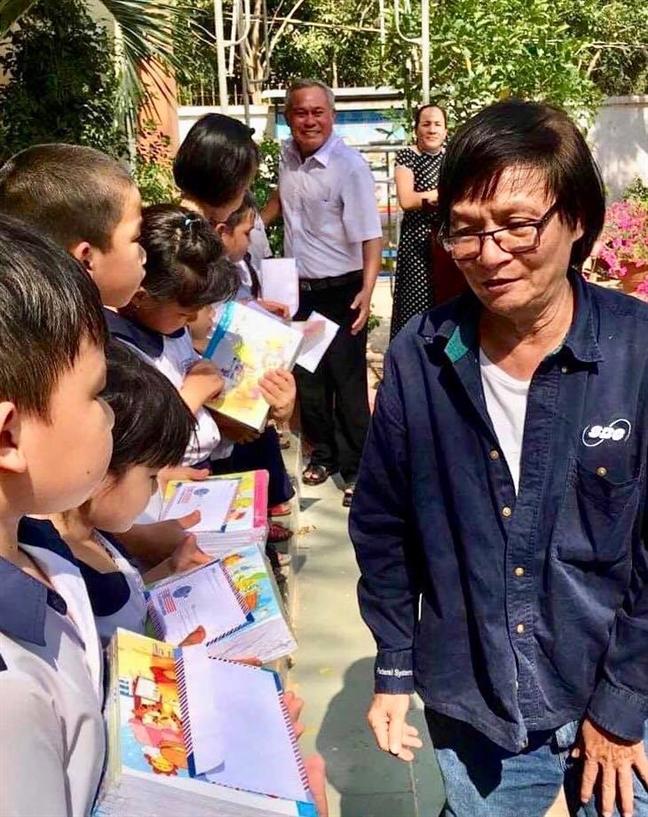 Doan Thach Bien: Chuyen ga Bien kiem loi va loi xung ho 'ong - em'