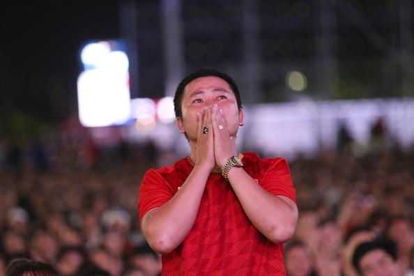 Viet Nam gianh ve vao chung ket King's Cup, co dong vien vui tot do