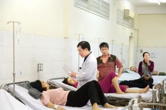 Bệnh viện công đã quá tải còn 'chảy máu chất xám'