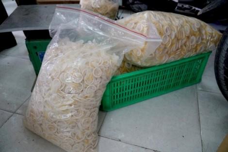 Bắt giam 4 đối tượng sản xuất bao cao su, gel bôi trơn giả ở TP.HCM