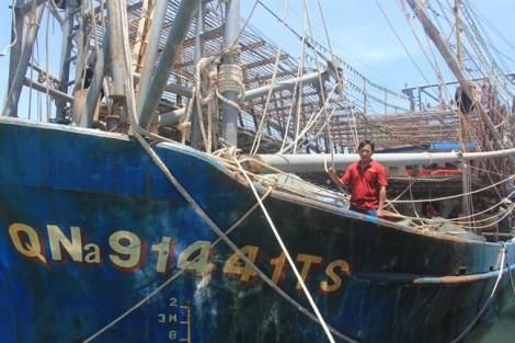 Ngư dân Quảng Nam tố bị tàu treo cờ Trung Quốc cướp 2 tấn mực khô