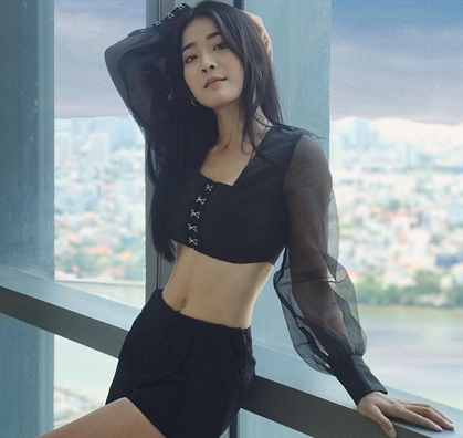 Cạn cảnh nhan sác và than hình quyén rũ của co nàng 'giạt bò' Huong Giang Idol