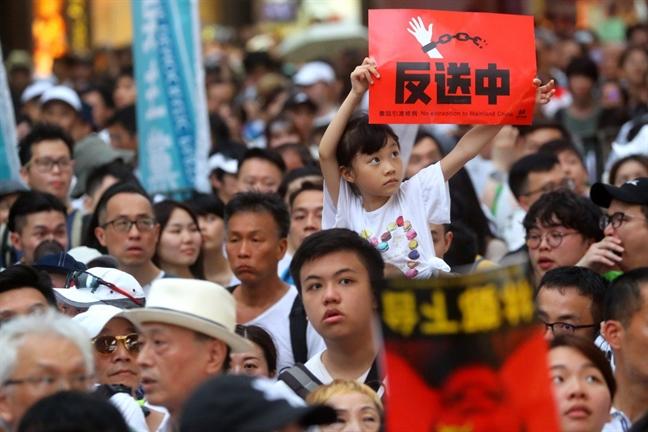 Hong Kong dan ha nhiet sau cuoc dung do giua canh sat va nguoi bieu tinh